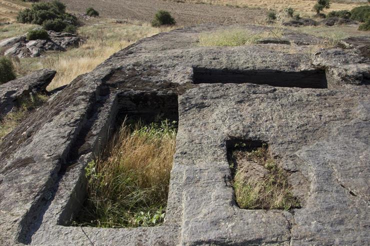 Elekçitepe Kaya Mezarları