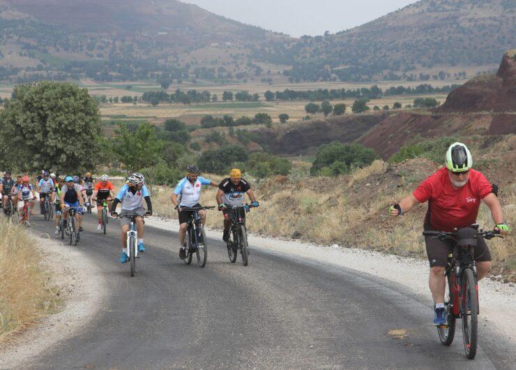 Volkanik Arazide Bisiklet Etkinliği